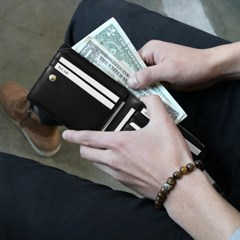 [★별자리 키링 증정] D.LAB Coin Half wallet - Black